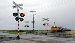 level_crossings_usings_signs_and_devices_on_crossings.jpg